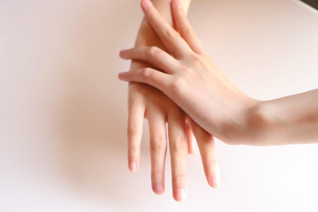 女性の手のイメージ
