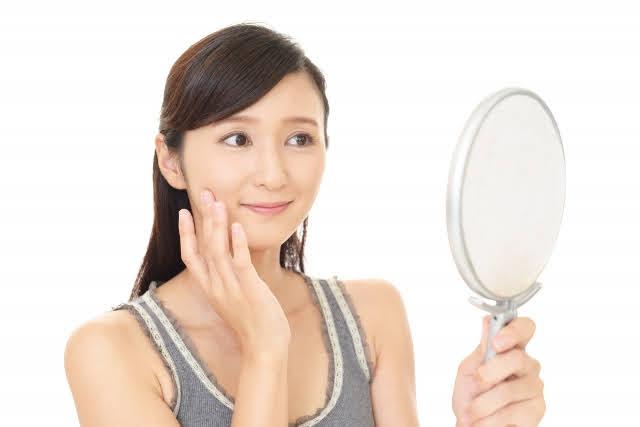 鏡を見る女性 体験会イメージ